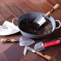 ゴムの木育てるときのお役立ちガーデンツールを紹介!の画像
