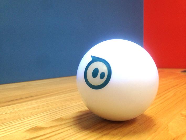 縦横無尽に駆け巡る!光るボール型ロボットで遊びつくそう!