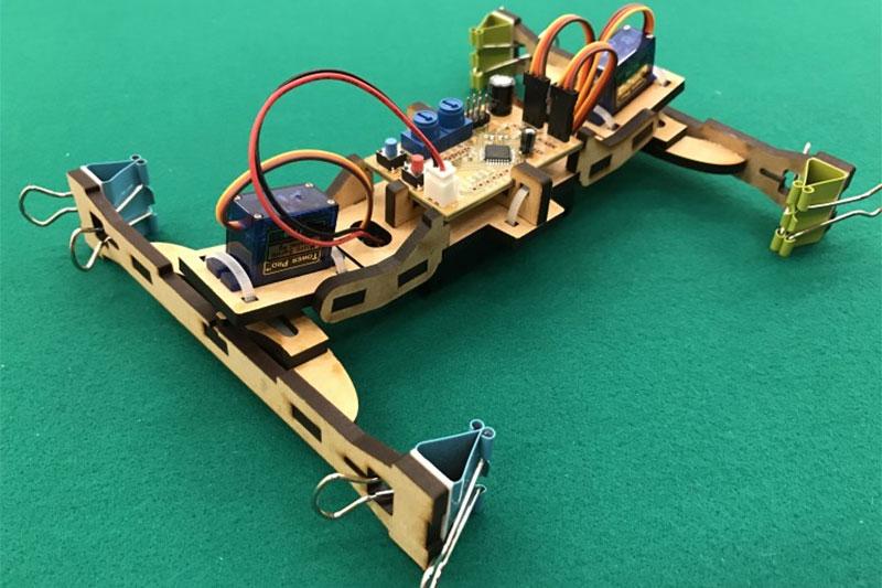 4足歩行ロボットを作って、ミッションに挑戦しよう!
