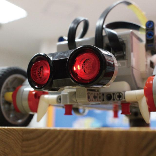 センサー付きロボットカーでミッションをクリアせよ!