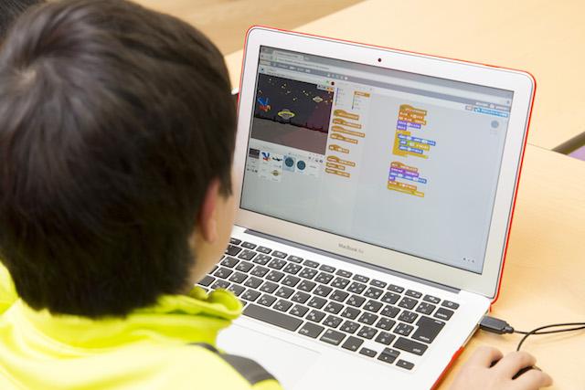 初めてのプログラミング|ビジュアルプログラミング言語の学び方・メリットを解説