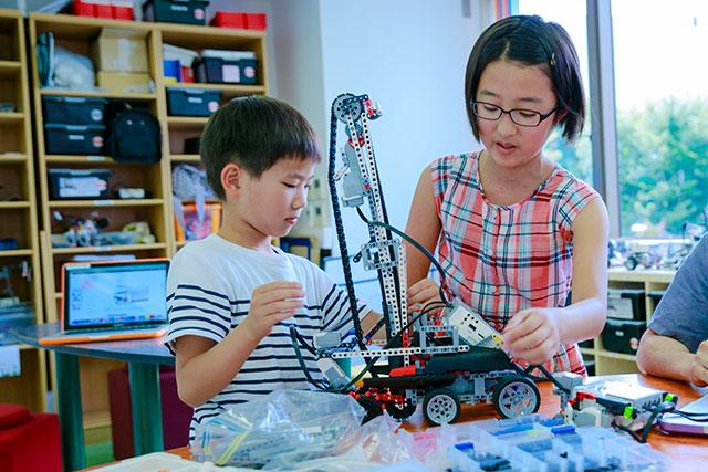 ロボットを使ったプログラミング教育とは?メリットや小学生におすすめの学び方
