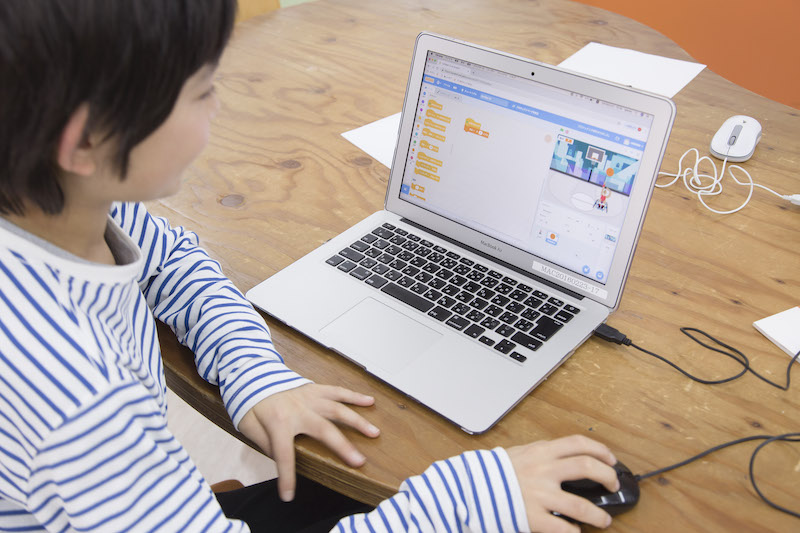 プログラミング言語は子どもでも学ぶことは可能?おすすめ言語を紹介!