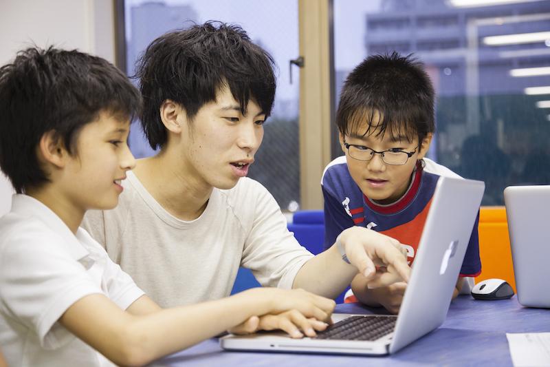 STEM教育とは?STEM教育の特徴や国内外の取り組み事例