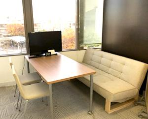 相談や面談、会議などで使っているスペースです。