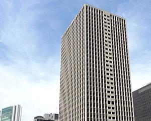 JR大阪駅からは徒歩約8分、梅田の真ん中にある事業所です。
