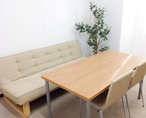 個室は、就労するために必要な面談や面接練習などで使います。