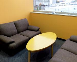 個室は相談や面談、面接練習などで使用します。