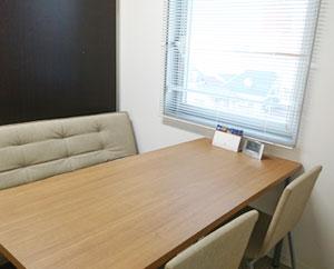 就職活動や体調などの気になることを個別にご相談できる個室です。面談や面接練習などでも使用します。