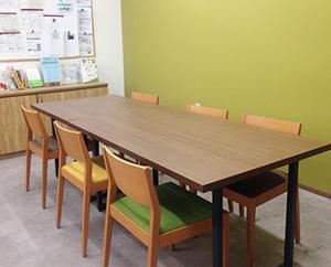 みんなでお弁当を食べたり、休憩を取ったりできるカフェスペースです。