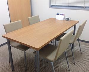個室は、面談や面接練習などで使用します。