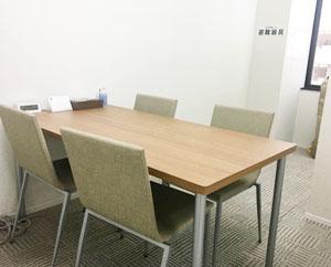 面談や面接練習などで使用する個室です。就職活動や体調などの気になることも個別でご相談できます。