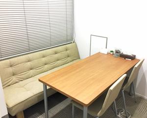 個室は、就職活動で必要となる面談や面接練習などで使用します。