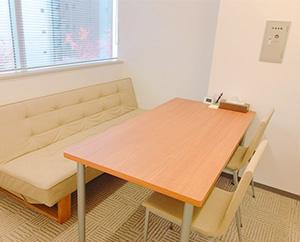 個室では、就労に必要な面談や面接練習などを行います。