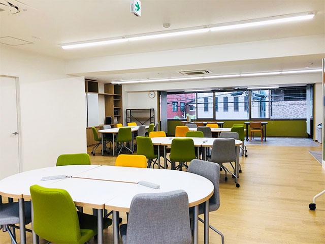 キレイで明るいオフィスのような空間づくりを大切にし、居心地の良い就労移行支援事業所を目指します。