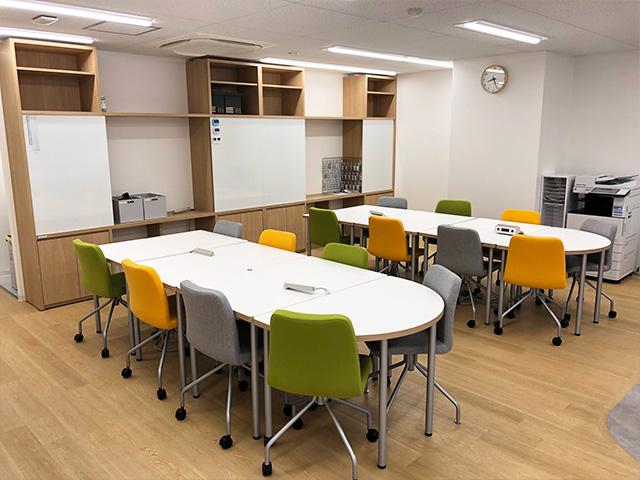 清潔感のある、オフィスのような落ち着いた空間づくりを大切にしている就労移行支援事業所です。