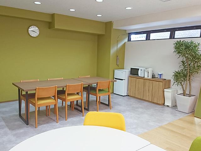 清潔感のある、落ち着いた空間づくりを大切にしている就労移行支援事業所です。