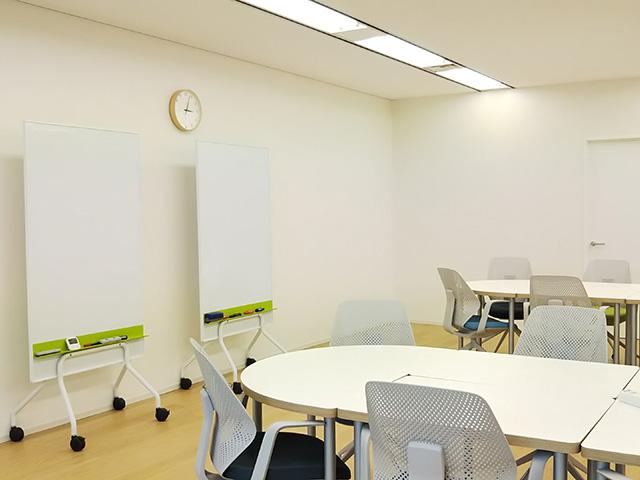 プログラムスペースでは数人でワークしたり個別トレーニングをおこなったりします。