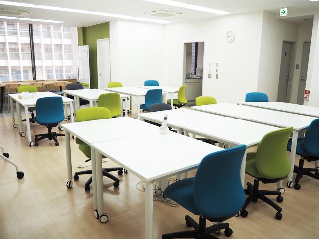 コロナ禍に対応した内装デザインです。オフィスのような空間づくりを心がけています。