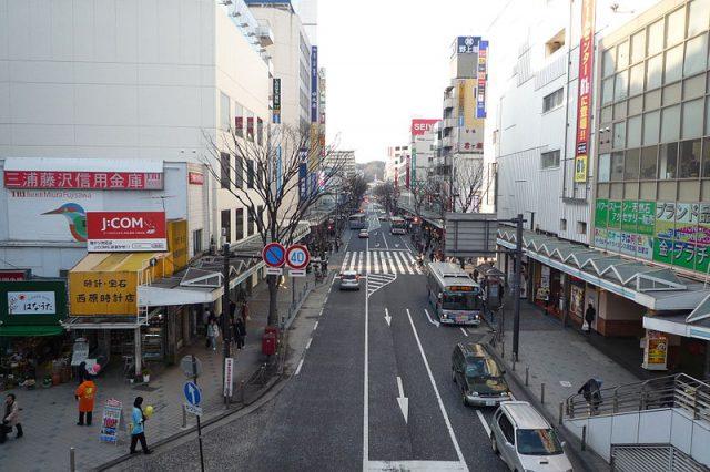 800px-Yokosuka-chuo_2010_02-24_part1