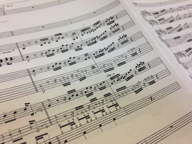 スティーヴィー・ワンダーの「Sir Duke」。山あり谷ありな五箇山の地形を音符でイメージするならこの曲かな。