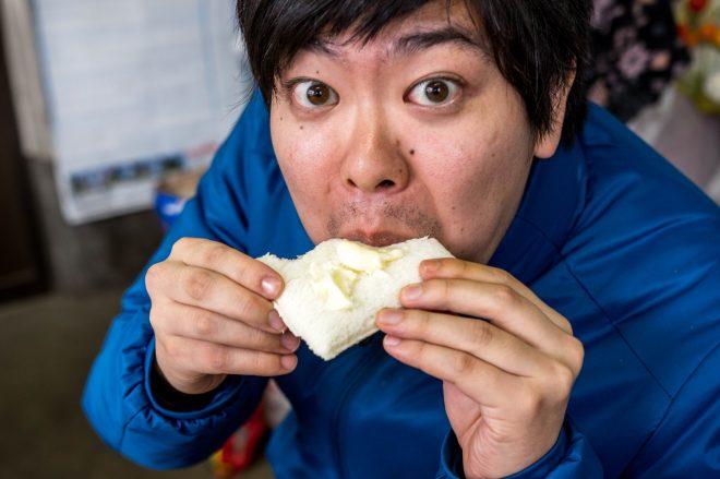 食パンがなかったので、ランチパックにバターを塗って食べた。