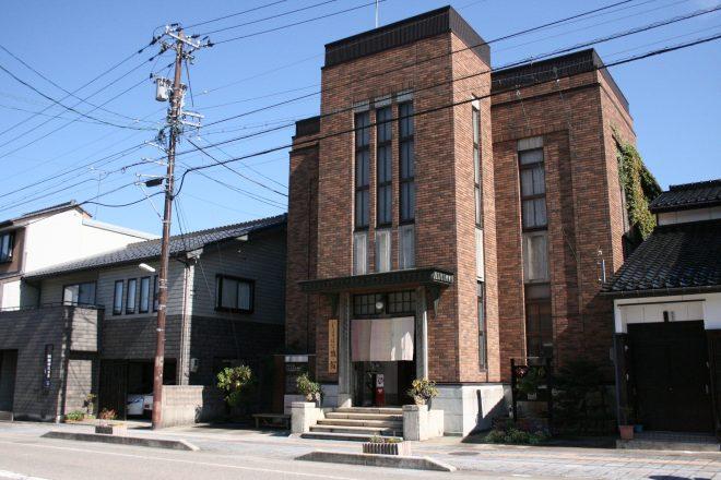 レトロな建物は昭和3年に建てられた国の有形文化財!