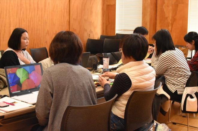 講座終了後も集まって勉強会をする受講生たち
