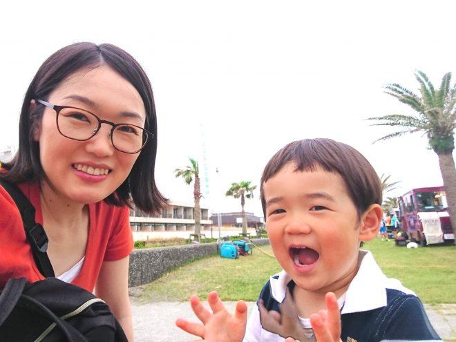 南房総市のお隣・館山市のイベント「北条海岸ビーチマーケット」にて、お子さんと