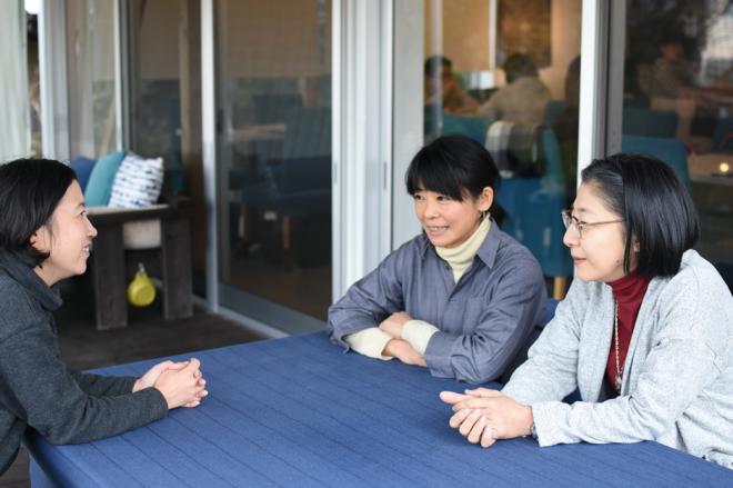 (左から)フジイミツコさん、なべたゆかりさん、井上美奈子さん