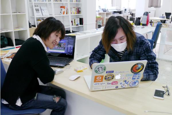 パソコンの作業を教える人
