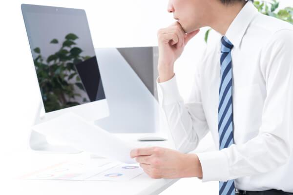 企業リスト作成業者を注意深く選定しているイメージ画像
