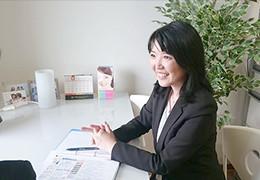 きっかけとなった自身の婚活体験を話す茂木さん