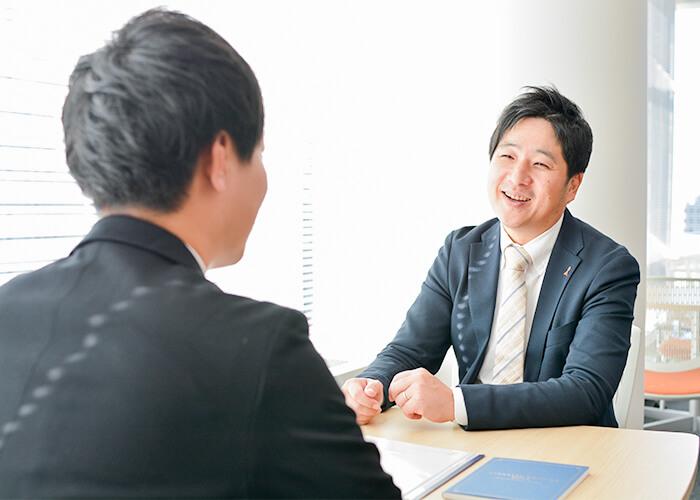 相談所を始めたきっかけを話す小川さん。