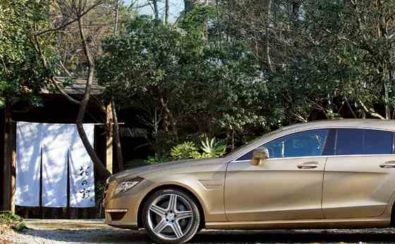 Mercedes-Benz CLS 63 AMG Shooting Brake×花の雲 別荘