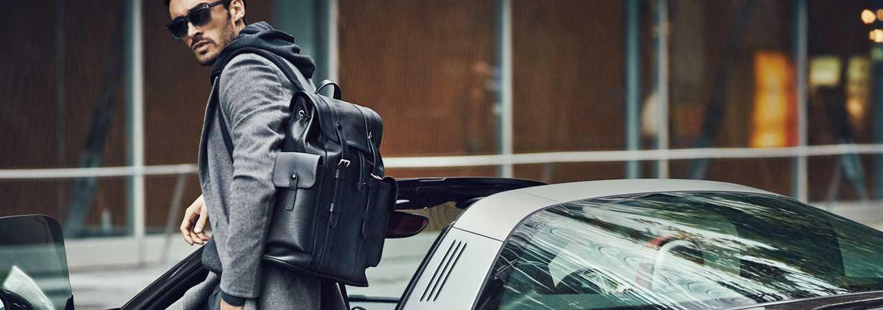 オヤジは靴とバッグでリッチに見せる