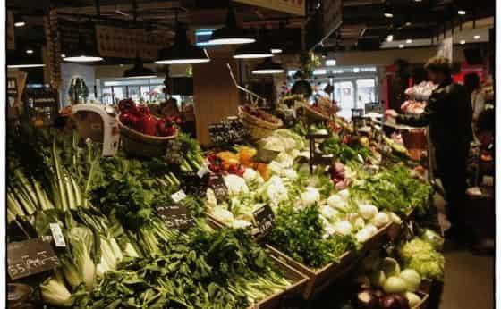 市場風スーパーで、弁当の万国博覧会?
