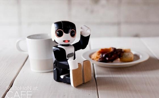 モバイル型ロボット電話「RoBoHoN」と出合える『RoBoHoN CAFE』が期間限定オープン!