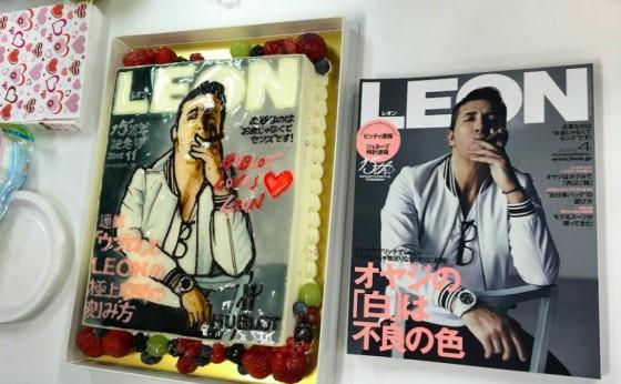 あま〜いケーキに囲まれる小僧@編集部