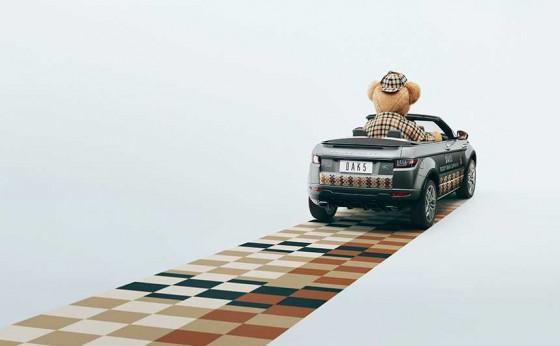 「ランドローバー」が「ダックス」とコラボした特別ラッピング車『レンジローバー イヴォーク コンバーチブル』を展示