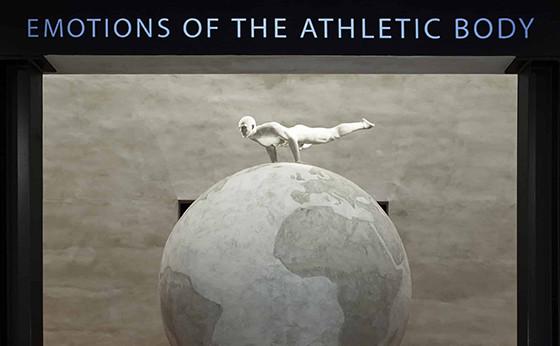 「アルマーニ」がミラノにて写真展『Emotions of the Athletic Body』を開催