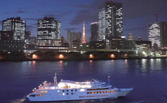 東京湾に❤型を描く愛を深めるクルージング