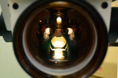 眼科手術顕微鏡 Proveo8 の同軸0°照明