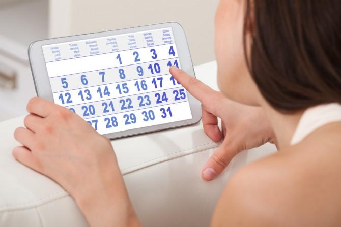 女性とカレンダー