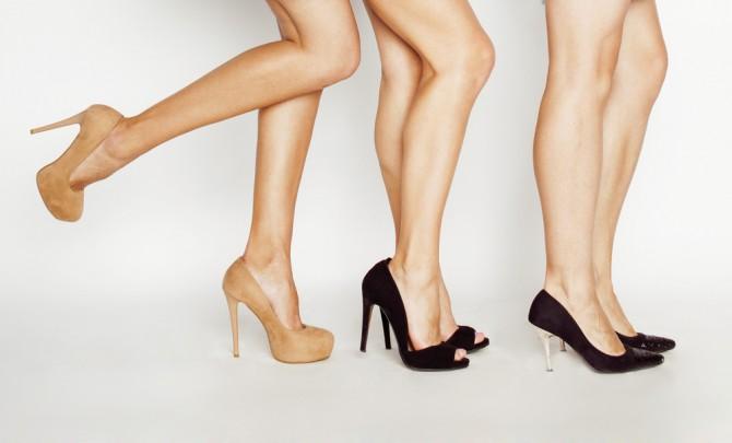脚の綺麗な女性が3人