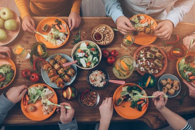 数人と食事