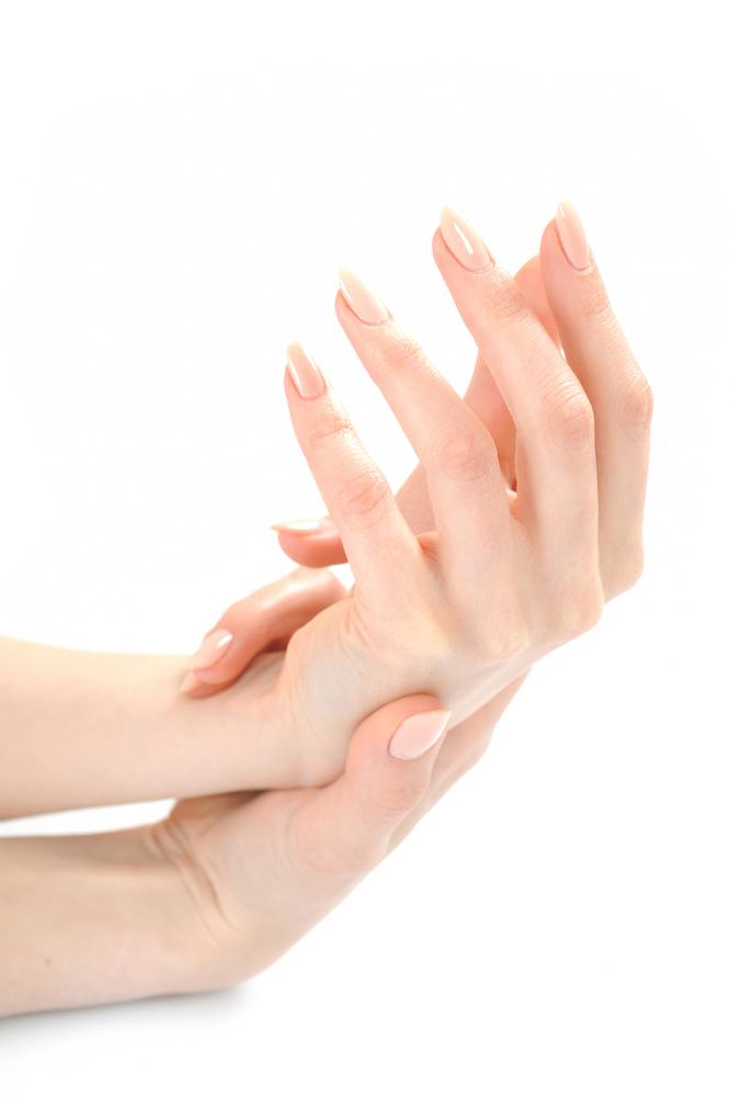 爪先がきれいな女性の手