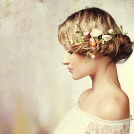 Beautiful-girl-with-flowers-in-her-hair-Spring