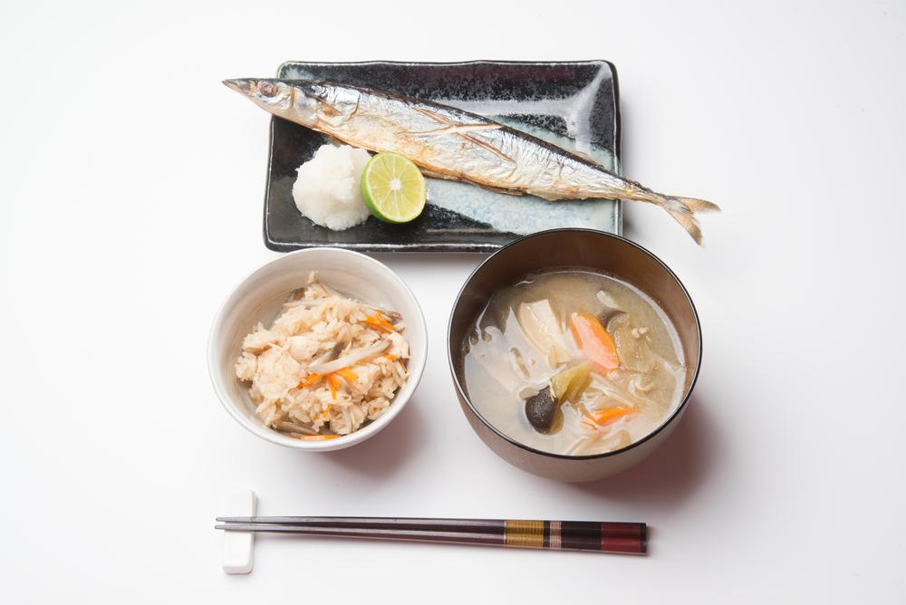 日本の秋の和食、さんまなど