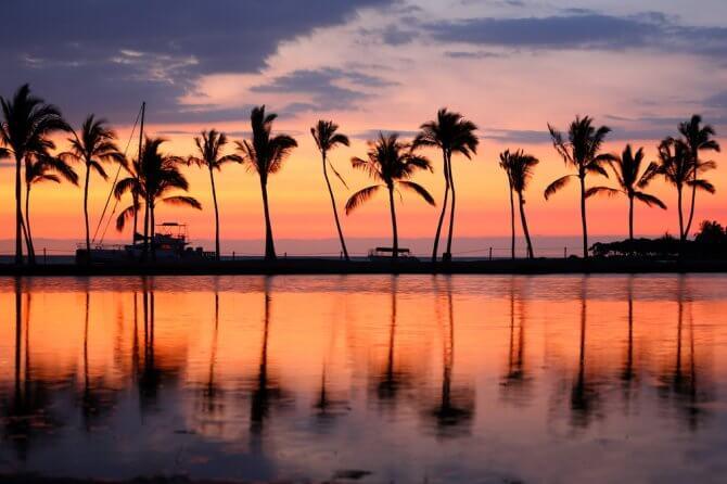 夕暮れのハワイアンビーチ